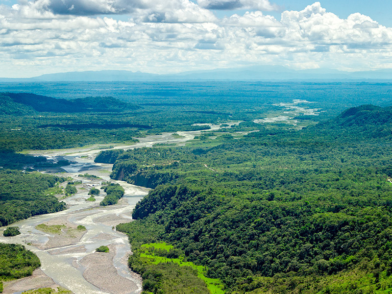 Aerial view of the Pastaza River © Ammit Jack/shutterstock.com